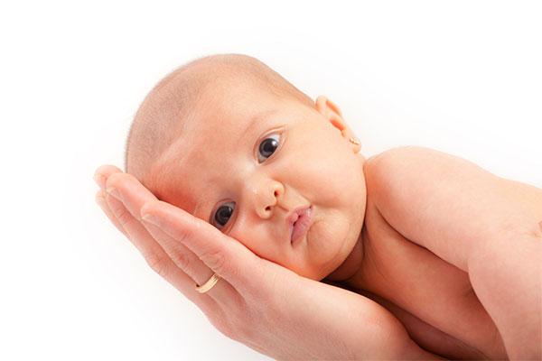 Ребенок на руке